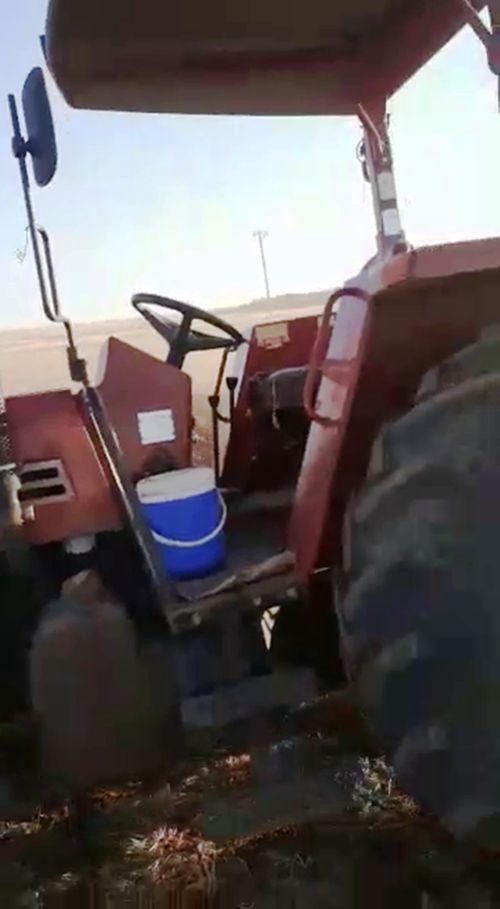 cinarda-bir-ciftci-soforsuz-traktor-ile-tarlasini-surdu-001.jpg
