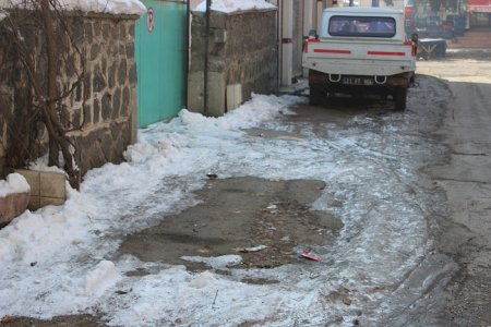diyarbakir'daki-kar-'doga-olayi'-mi-'belediyenin-eksikligi'-mi-(9).jpg