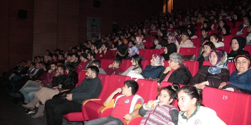 diyarbakirda-engellilere-yonelik-tiyatro-gosterisi-(2).jpg