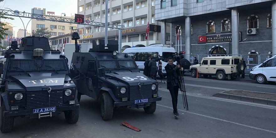 hdp'li-sur-belediye-esbakani'nin-gozaltina-alinmasina-diyarbakir-barosu'ndan-tepki-(1).jpg