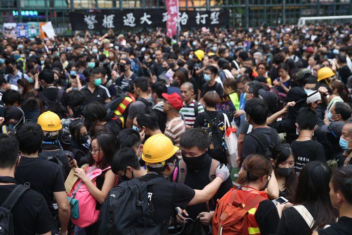 hong-kong'da-hukumet-karsitlari-sokaga-dokuldu.jpg