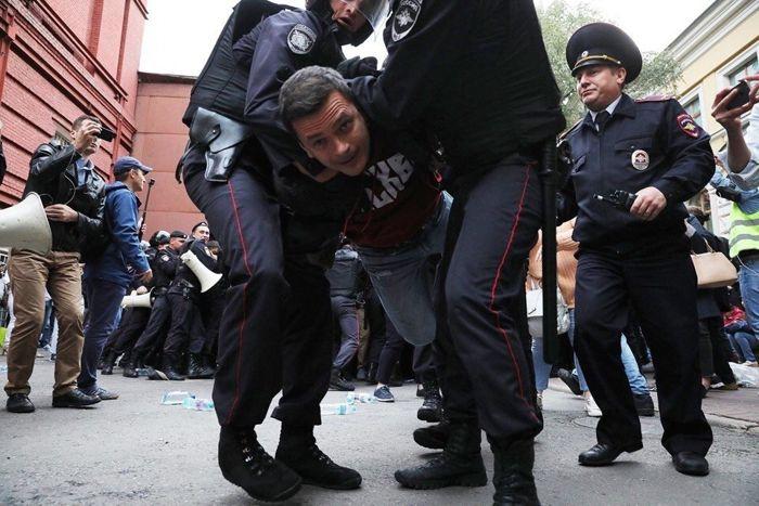 rusyada-secim-protestosu-25-gozalti.jpg