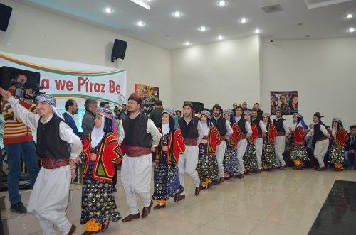 serê-salê-diyarbakir'da-renga-renkti-kutlandi-(4).jpg