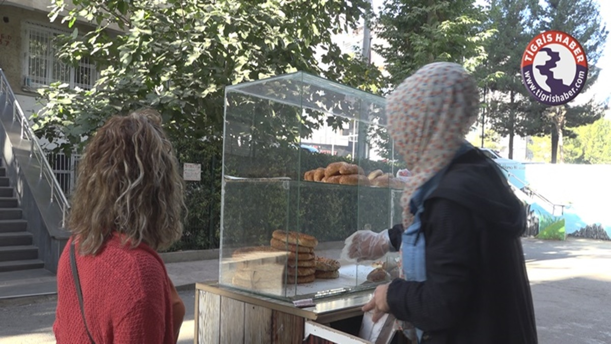 simit-kadin-.jpg