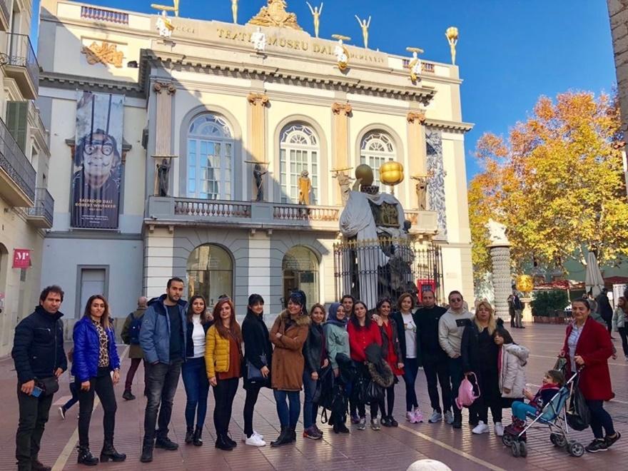 tunceli'de-24-ogretmene-barcelona-gezisi-(1).jpg