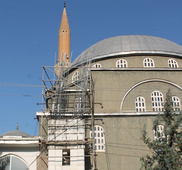 yildirim-dusen-cami-minaresi-onariliyor.jpg