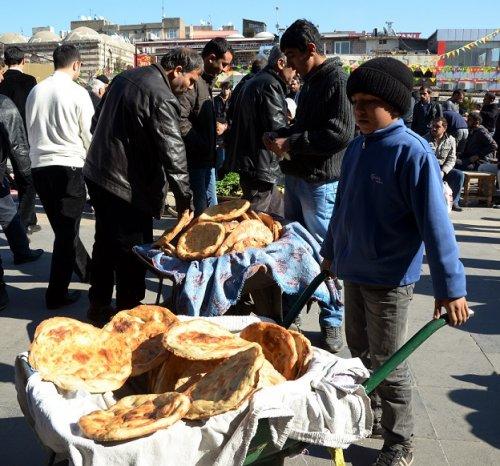 yoksul-kadinlarin-ekmek-kapisi----(4).jpg