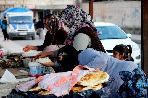 yoksul-kadinlarin-ekmek-kapisi----(7).jpg