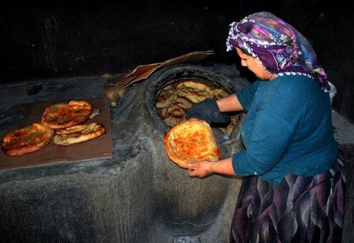 yoksul-kadinlarin-ekmek-kapisi----(8).jpg