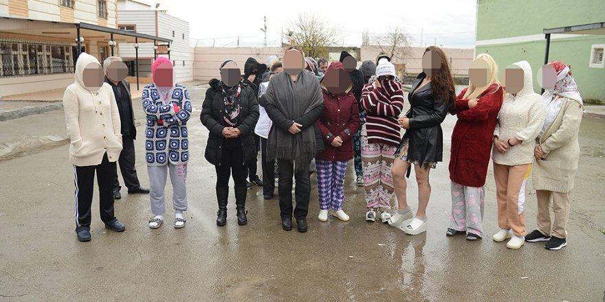 """Diyarbakır Genelevi'ndeki """"pencere krizi"""" sürüyor"""