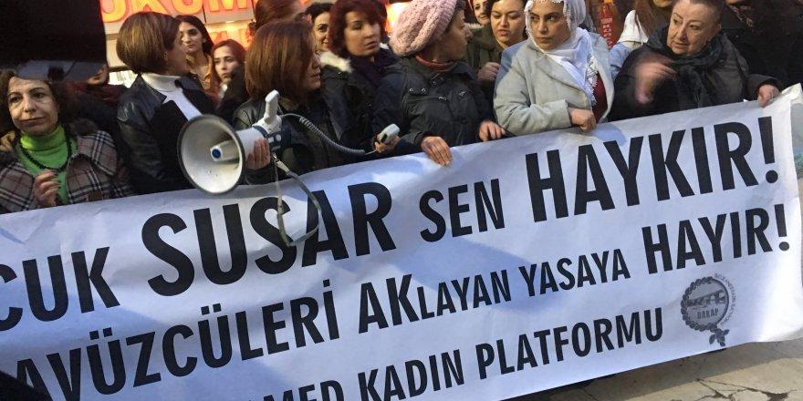 Diyarbakır'da kadınlar istismar yasa tasarısını protesto etti