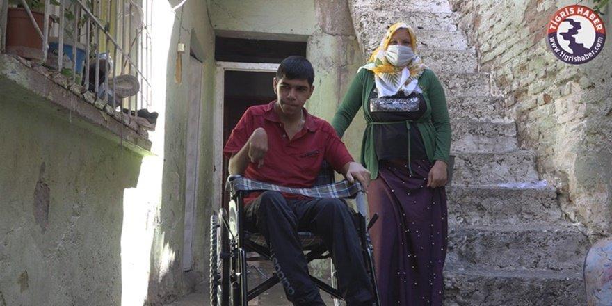 Diyarbakırlı Ferhat tekerlekli sandalyesine kavuştu