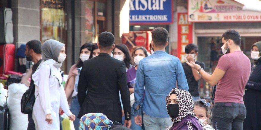 Diyarbakırlı vatandaşlar, hem iktidardan hem muhalefetten rahatsız