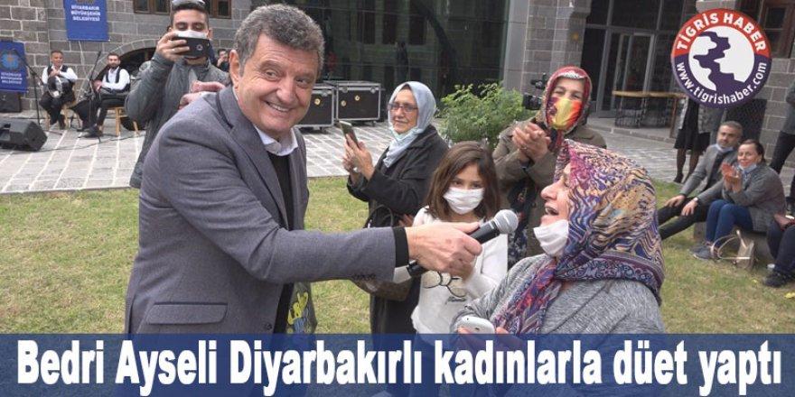 Bedri Ayseli Diyarbakırlı kadınlarla düet yaptı