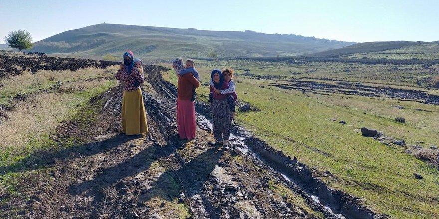 Diyarbakır'da bozuk köy yolu beş kişinin hayatına mal oldu